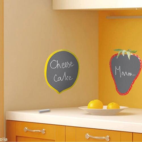 Sticker autocollants ardoise tableau noir Fraises et Citrons mis en ambiance dans une cuisine