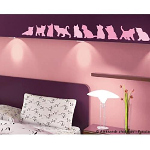 Stickers adhésif chats Roses collés au-dessus d'un lit
