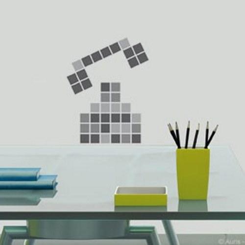 Décoration murale en pixel art avec des stickers carré pixels gris.
