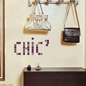 Sticker Pixels Violets Chic mis dans une entrée