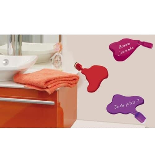 Sticker Vernis à ongles dans une salle de bain