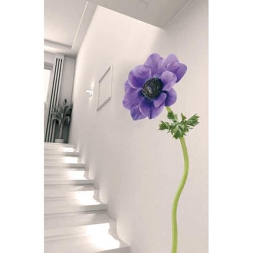 Sticker adhésif Fleur d'anémone violette dans escalier