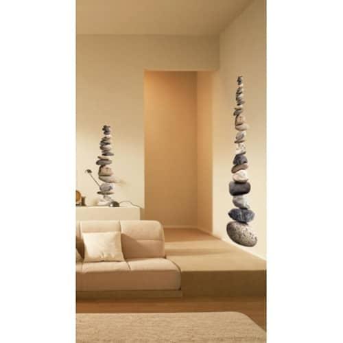 Adhésifs muraux galets superposés mis en ambiance sur des murs clairs