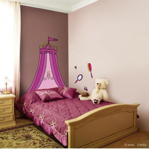 Autocollant mural tete de lit Baldaquin de Princesse mis en ambiance dans une chambre de princesses