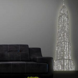 Sticker mural lumineux gratte-ciel mis en ambiance sur un mur gris foncé