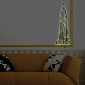 Adhésif mural gratte-ciel lumineux mis en ambiance dans un salon