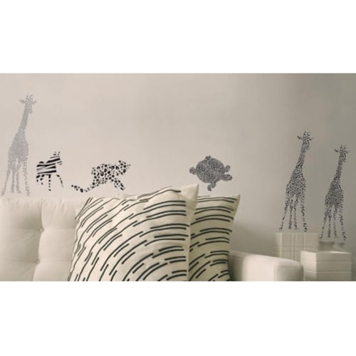 Sticker autocollant de giraffe géant coller sur le mur d'un salon