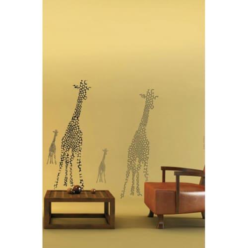 Sticker déco girafe noir un blanc dans un salon