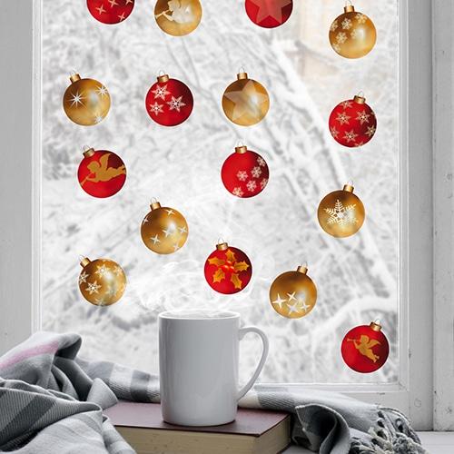 Sticker Boules de Noël Rouge et Or sur une vitre