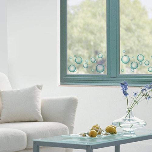 Exemple de sticker Bulles de savon sur une vitre dans un salon