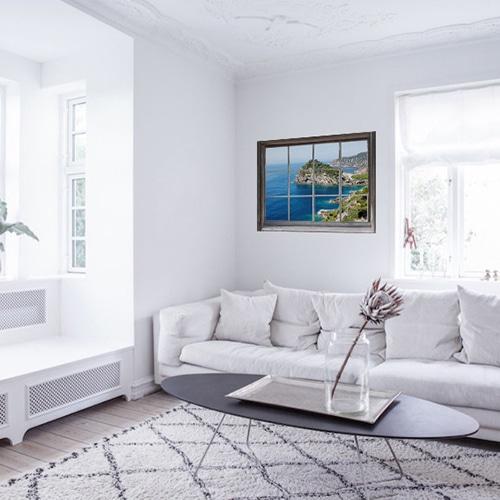 Salon blanc animé par une jolie fenêtre en trompe-l'oeil grâce à un adhésif fausse fenêtre Mer du Sud.