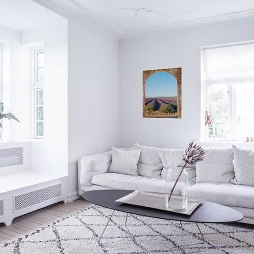 Adhésif déco trompe-l'oeil fenêtre avec vue sur Champs de Lavande dans un joli salon.