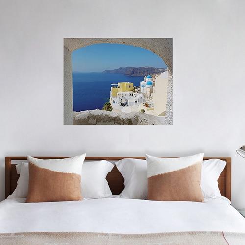 Décoration murale pour tête de lit avec une fausse lucarne en trompe-l'oeil d'un paysage de Grèce.