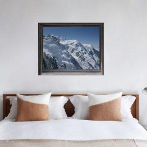 Fausse fenêtre adhésive en trompe l'oeil avec vue sur les sommets enneigés des Montagne