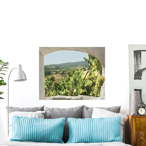 Fausse fenêtre adhésive en trompe-l'oeil offrant de la perspective à votre pièce et une vue sur un paysage de Toscane en Italie.