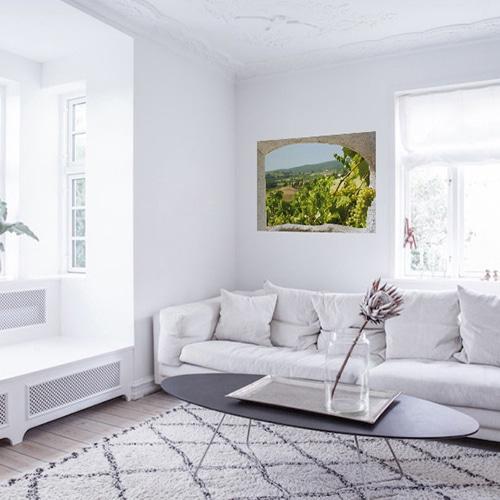Apportez de la vue et de l'escape à votre salon avec la fausse fenêtre adhésive Toscane.