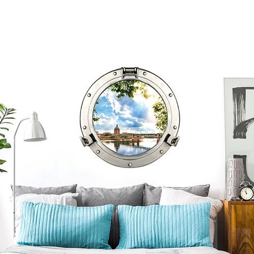 Fenêtre ronde hublot de bateau Dôme de la Grave collé dans une chambre en tête de lit