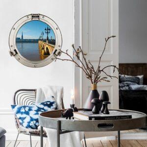 Joli intérieur design avec fausse fenêtre ronde en trompe-l'oeil comme un hublot de bateau avec vue sur le Pont de Piere à Bordeaux.