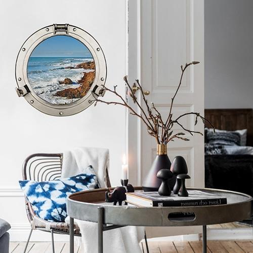 Hublot adhésif en trompe l'oeil Sable d'Olonne dans un joli salon moderne.