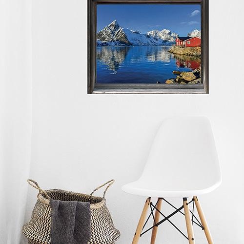 Fausse fenêtre adhésive en trompe-l'oeil avec vue sur un fjord finlandais de Kalajoki dans un salon scandinave.