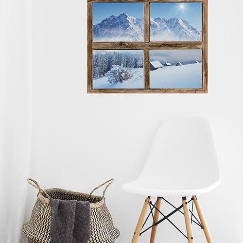 Fausse fenêtre adhésive en trompe-l'oeil Montagne sur mur de salle d'attente.