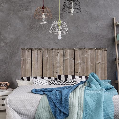 Sticker Bocage pour tête de lit mis en ambiance mur gris foncé