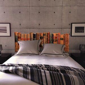Sticker Bibliothèque pour tête de lit au-dessus d'un lit blanc et noir