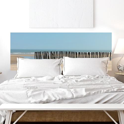 Sticker Littoral Nord pour tête de lit au-dessus d'un lit blanc