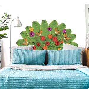 Sticker Tête de lit en forme de fleurs de Tahiti mis en embiance dans une chambre à coucher aux murs blancs