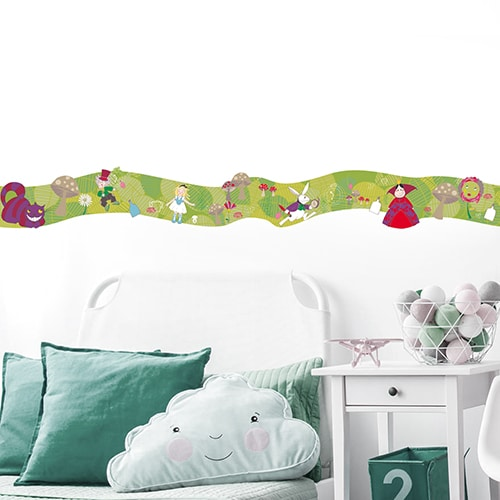 Frise Alice au Pays des Merveilles sur mur blanc pour chambre d'enfant
