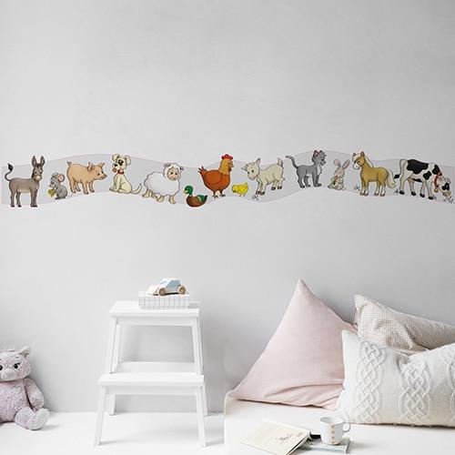 Sticker Frise Animaux de la Ferme sur mur clair et coussins clairs