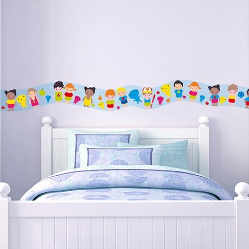Sticker frise enfants du monde au-dessus d'un lit d'enfanr