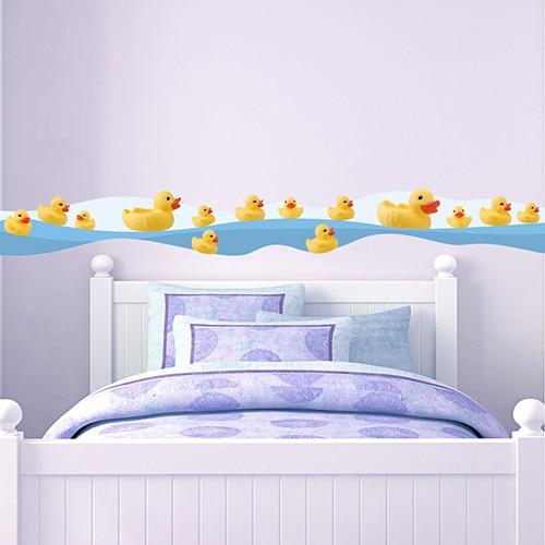 Sticker frise canards au bord de l'eau au-dessus d'un lit d'enfant