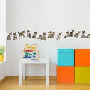 Sticker frise chatons dans chambre d'enfants avec boulier et cubes colorés