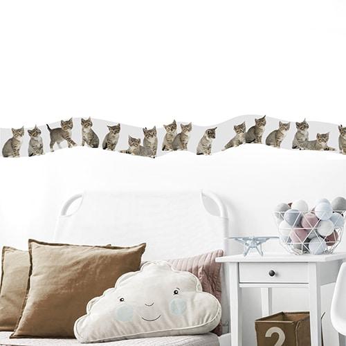 Sticker frise chatons pour chambre d'enfant avec coussins marrons
