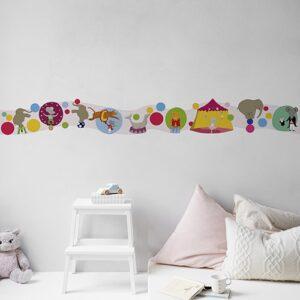 Sticker Frise Cirque des Animaux Acrobabes sur mur clair avec coussins clairs