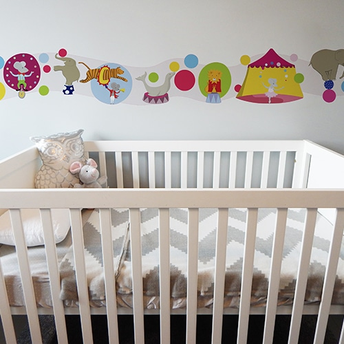 Sticker Frise Cirque des Animaux Acrobabes lit blanc et gris
