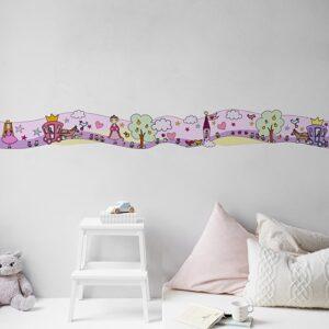 Sticker Frise Monde Enchanté Fées et Princesses sur mur clair avec coussins clairs