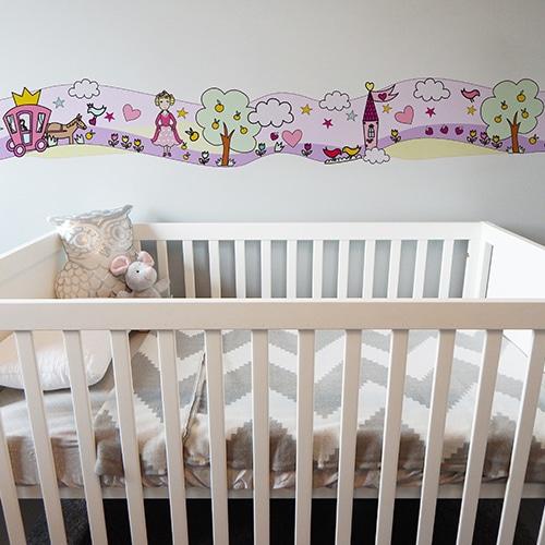 Sticker Frise Monde Enchanté Fées et Princesses lit bébé blanc et gris