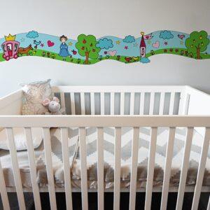 Sticker Frise Féés - Un Monde Enchanté avec lit bébé blanc et gris