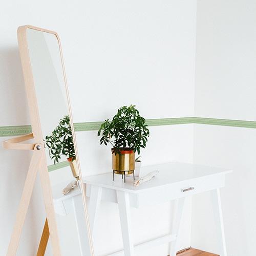 Sticker frise design vert avec plante décorative et miroir