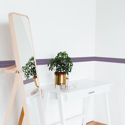 Sticker frise design bleu et rose avec plante décorative et miroir
