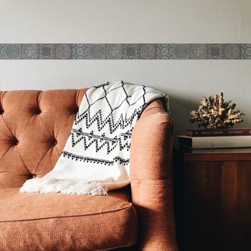 Frise adhésive déco imitation carreaux de ciment pour murs, placards et meubles.