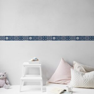 Sticker frise imitation carrelage design bleu sur mur clair