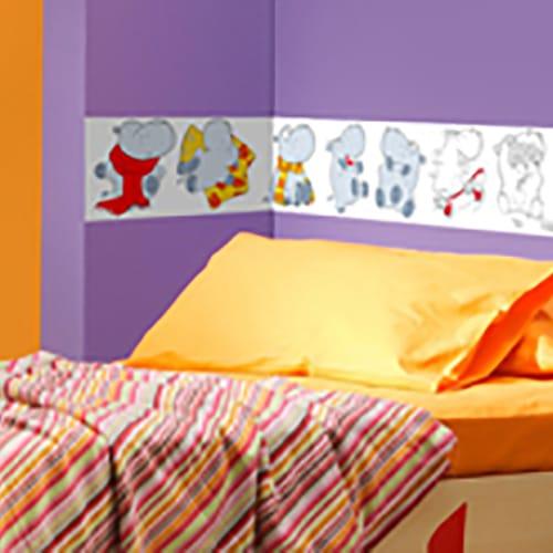 Sticker adhésif en couleur Frise hippopotame mis en ambiance dans une chambre pour enfant