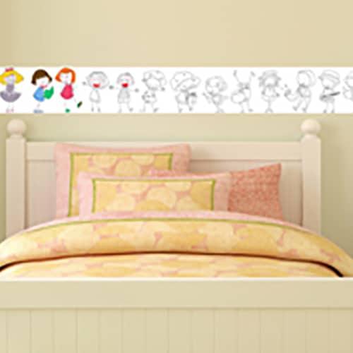 Sticker adhésif à colorier Frise Poupées mis en ambiance dans une chambre d'enfant
