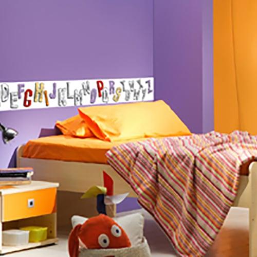 Stickers adhésifs à colorier Frise Alphabet mis en ambiance dans une chambre d'enfant
