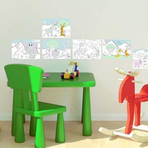 Stickers adhésifs à colorier animaux de la savane mis en ambiance dans une pièce de jeu pour enfants