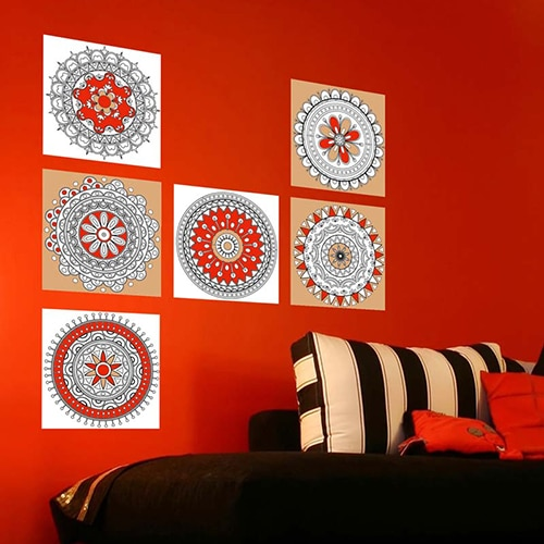 Stickers autocollant Mandala à colorier sur un mur rouge