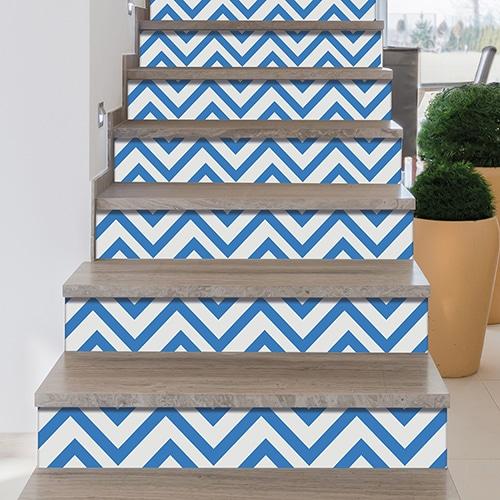 Sticker adhésif bleu et blanc pour contremarches d'escalier
